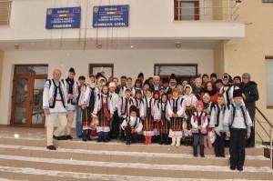 voluntarii fcurgvts cu copii de la clasa speciala la primarie